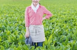 農家の美人妻は欲求不満になるとやっぱりアノ野菜を